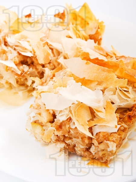 Пухкава ябълкова баница с готови кори - снимка на рецептата